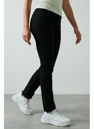 Levi's® Bayan Jean Pantolon 712 Slim 18884-0001 Siyah